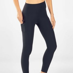 Fabletics High-Waisted PureLuxe Pocket 7/8 -Small